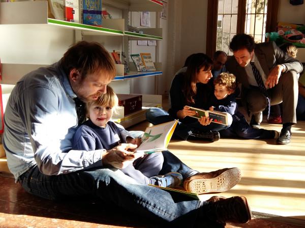 Els nens i nenes de P3 llegim contes amb les nostres famílies