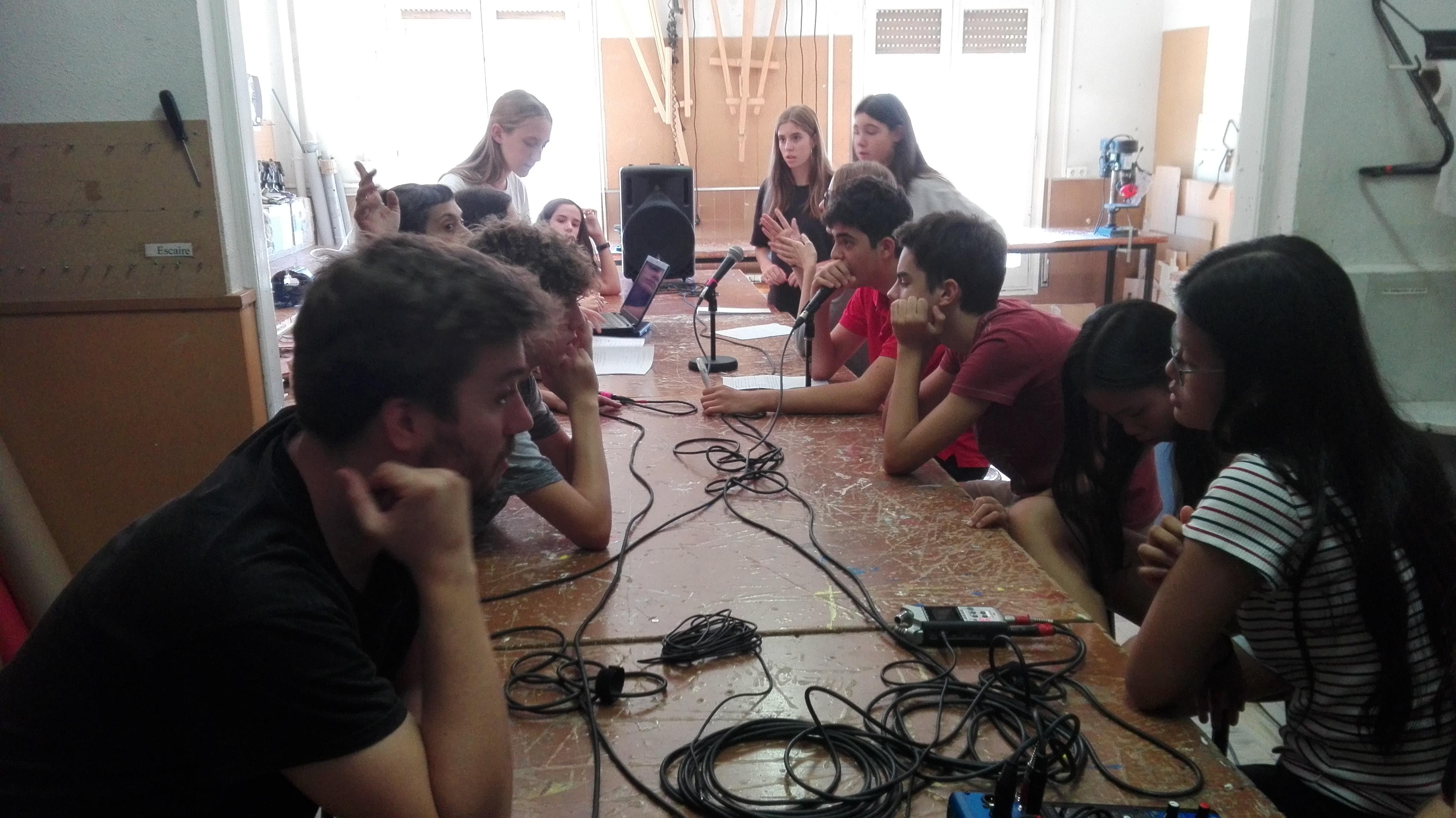 Alumnes TIC de 4t d'ESO graven el seu primer programa de ràdio!