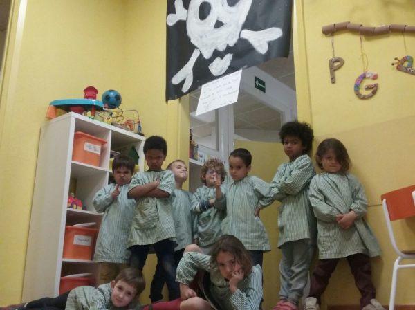Anem de colònies per ajudar el Pirata Cap de Trons