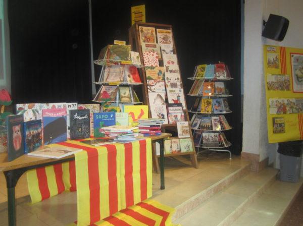 Sant Jordi ens porta un munt de nous llibres a la nostra biblioteca!