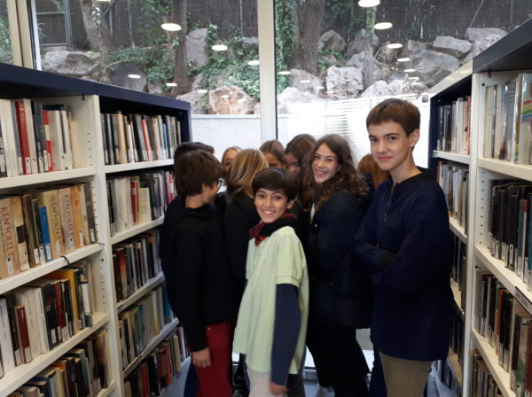 El grup de 1r d'ESO visitem la Biblioteca Ma. Antonieta Cot (Vallcarca-Penitents)