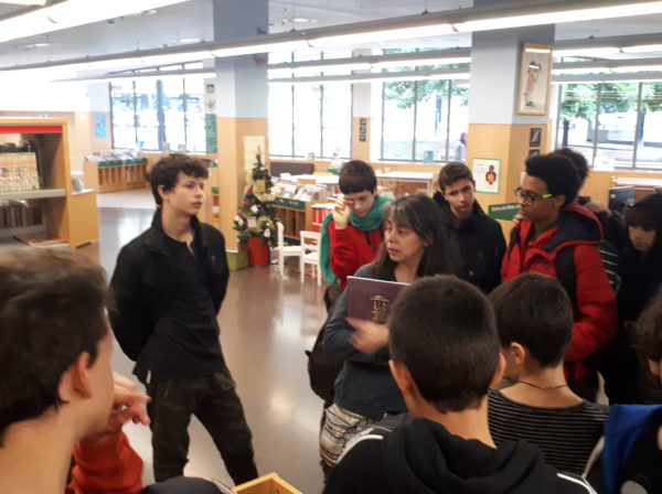 El grup de 2n visitem la Biblioteca Jaume Fuster