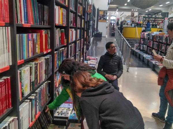 Compra de llibres per a la biblioteca